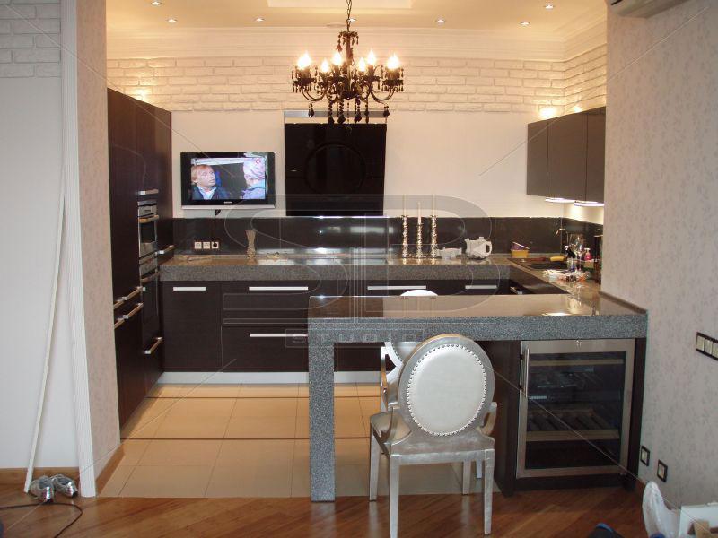 Дизайн кухни с телевизором и барной стойкой дизайн