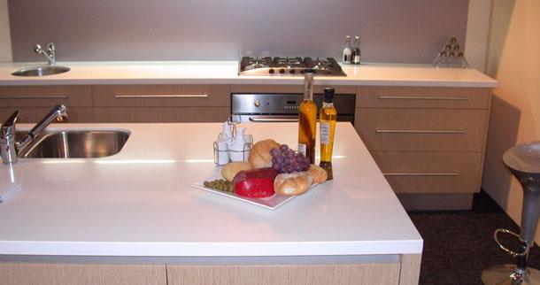 Белая кухонная столешница Hanex